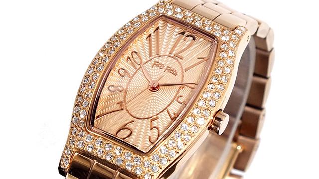 華やかさを加えるゴールド腕時計