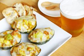 アボカドカップのボンカレーチーズ焼き