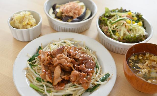 ガッツリ系料理を食べる