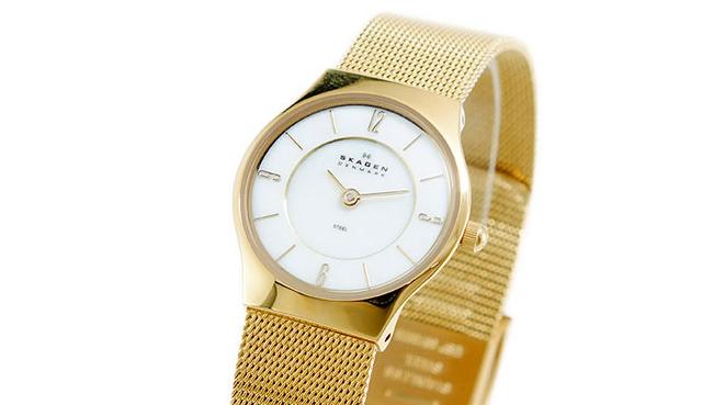 魅力度アップゴールド腕時計
