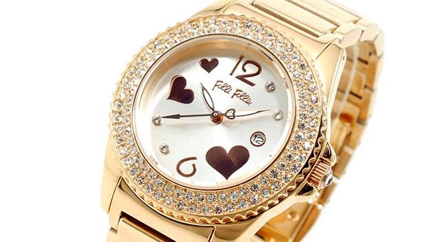 キラキラ腕時計で可愛さアップ width=
