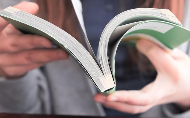 感動できる本やDVDを見る
