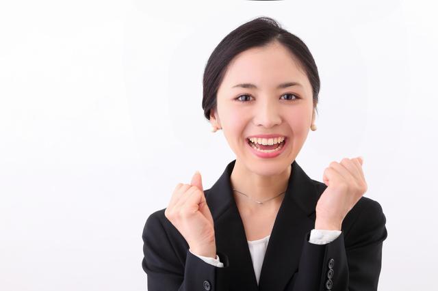 20代女性に人気長財布ランキング