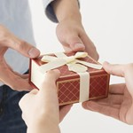 女性への腕時計プレゼントスカーゲンがおすすめ