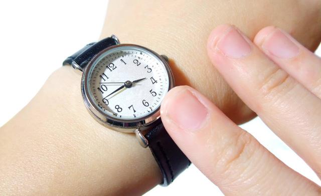 シンプルな腕時計を持つメリット