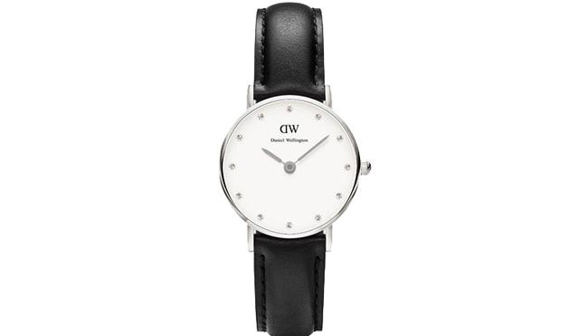 1本持っていれば便利なブラック革ベルト腕時計