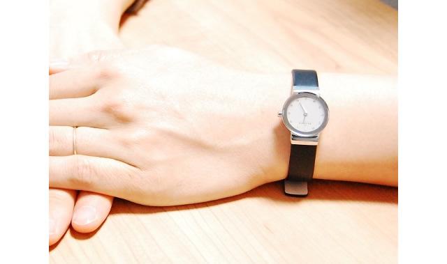スカーゲン 革ベルト腕時計