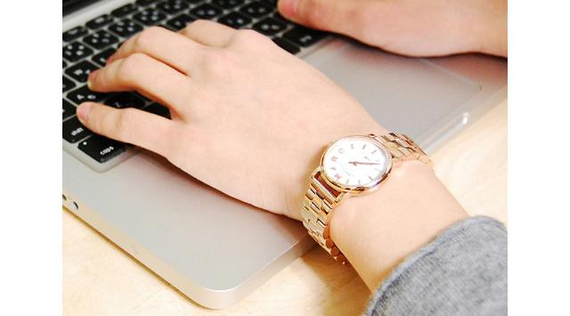 オシャレ感と女性らしさをアピールしてくれる腕時計