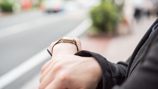 ブレスレットのように使える腕時計
