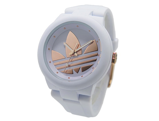 アディダス腕時計の白が人気