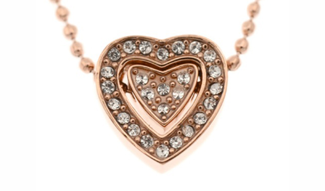 女性の魅力を引き立てるローズピンクネックレス