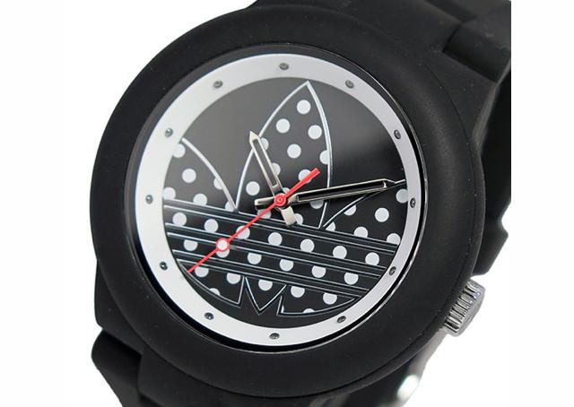 アディダスブラック腕時計