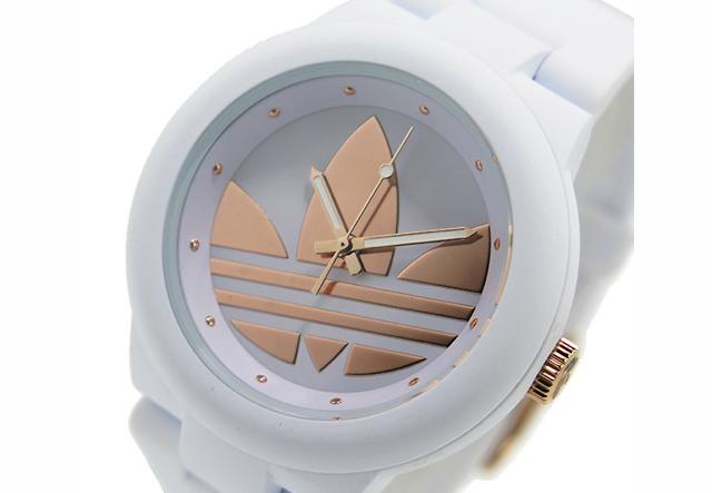 アディダスホワイトカラー腕時計