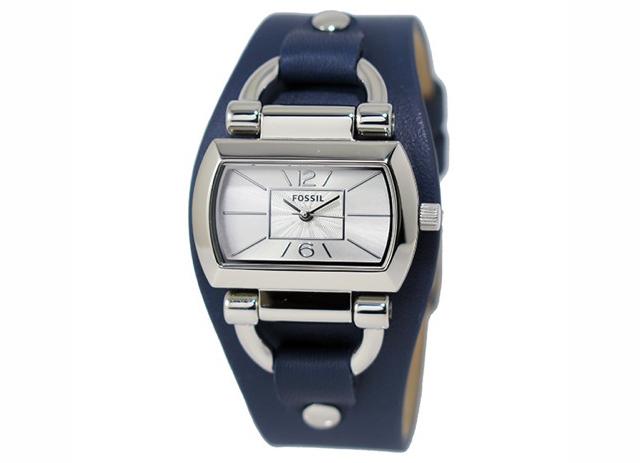 レザーの形がおしゃれなフォッシル腕時計