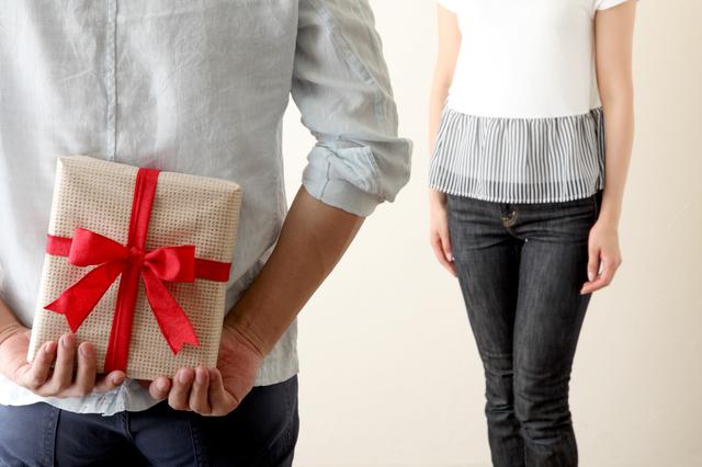 彼女へプレゼントにおすすめなフルラ財布