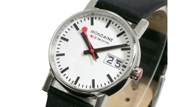 モンディーンの腕時計はベーシックで落ち着いている