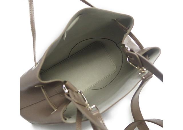 フルラのショルダーバッグはたっぷり収納で使いやすい