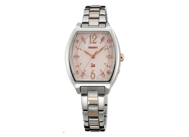 シンプルで女性的なカラーが魅力な腕時計