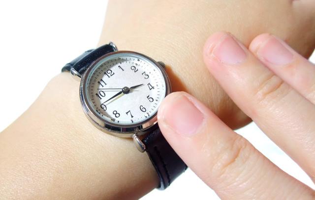 ごちゃごちゃしていないシンプルさが潔い腕時計