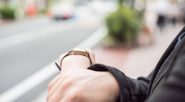 シンプルだけど存在感アリな腕時計