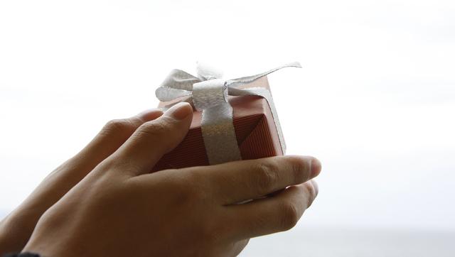 サプライズプレゼントを贈る腕時計がおすすめ