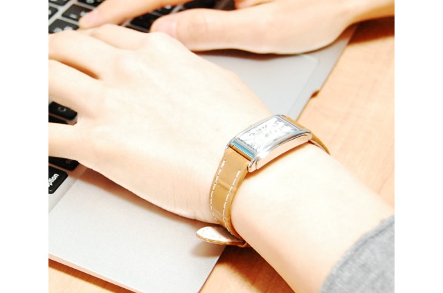 華奢な腕に仕上げてくれるボディの腕時計