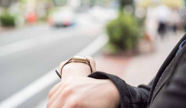 シンプル腕時計とは一線を引くクールフェイスな腕時計