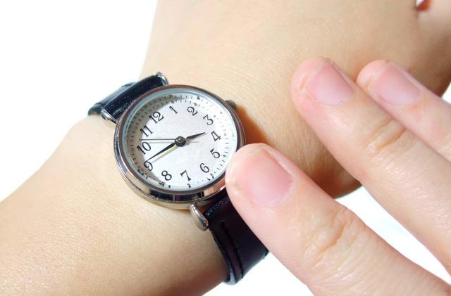 クラシカルで上品なボディの腕時計