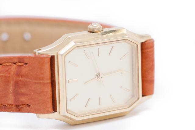 カジュアルで可愛いケイトスペード革バンド腕時計
