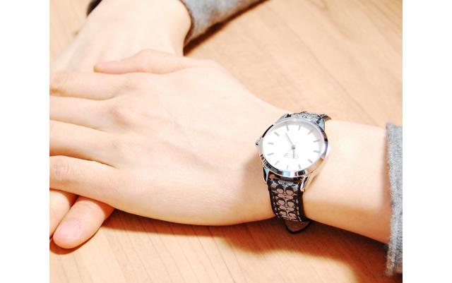 腕もとを美しく魅せてくれるコーチ腕時計