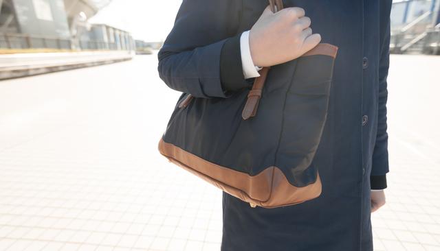 営業職女性の服装ではバッグにも気を配ろう
