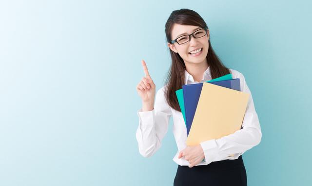 女性のオフィスカジュアル服装では小物に気を配ってみよう