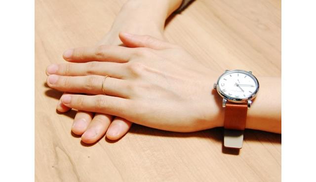 女性らしくふんわり可愛い印象で華奢な腕時計