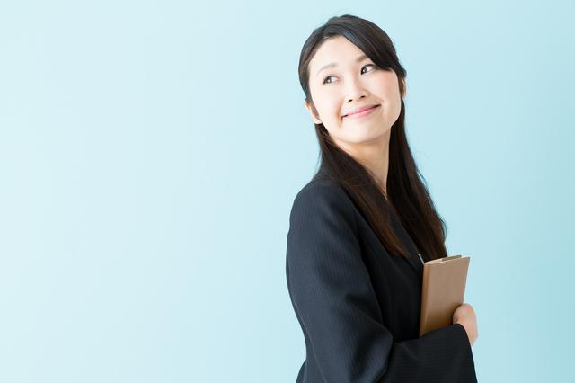 女性のオフィスカジュアルのファッションポイント