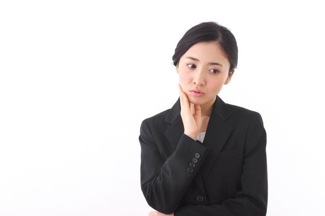 職場で嫌われがちな女性の行動