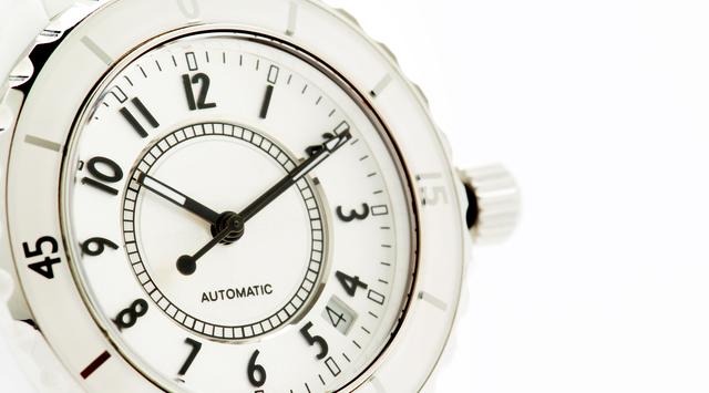 可愛く見える腕時計の付け位置