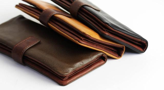 スーツに合うレディース財布のカラ