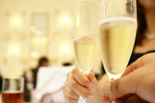 結婚式のフォーマルスタイルに似合う可愛いレディース短財布とは?