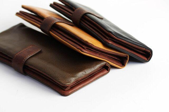 中身がすっきり整理できる薄型の財布がおすすめ!