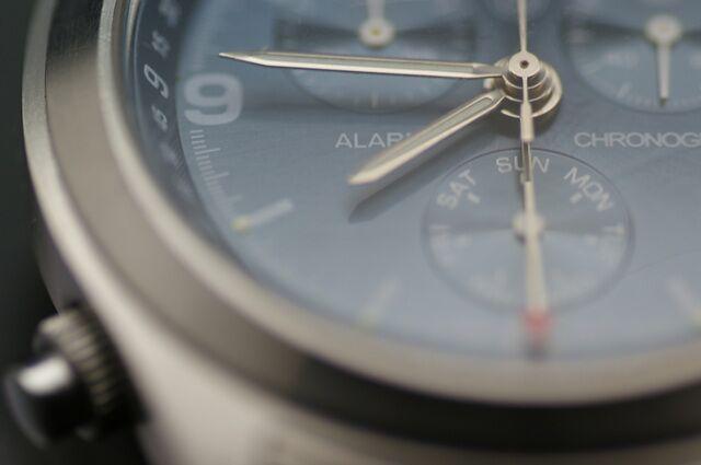 フォーマルシーンにぴったりなシンプルな腕時計のベルトとは?