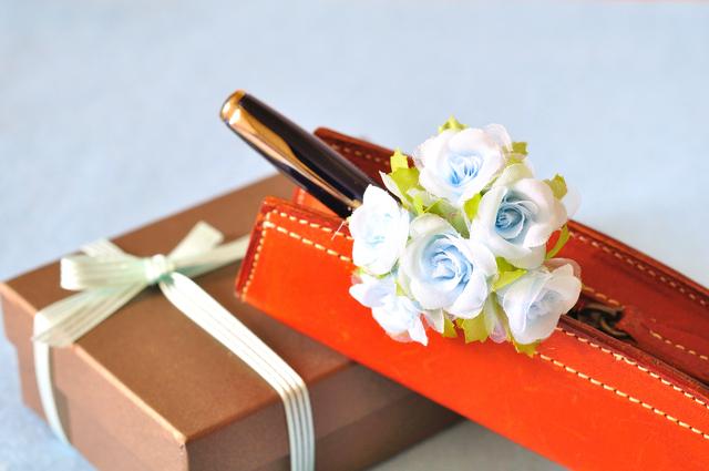 20代後半のキャリアウーマンな女性に喜ばれる誕生日プレゼントはボールペン!