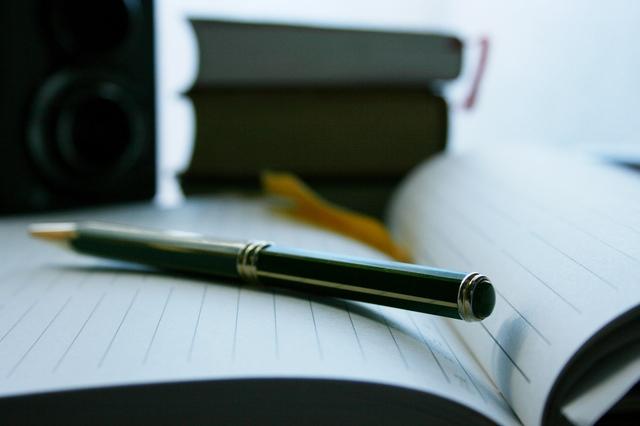 書きやすいボールペンはメリットだらけ!書きやすいと評判の人気ブランドとは?