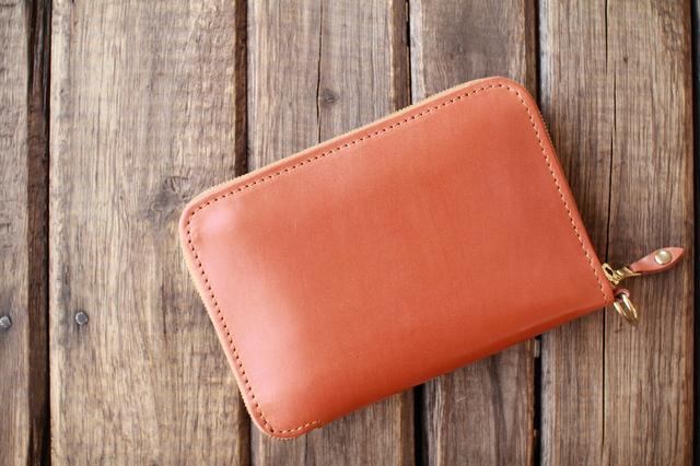 プライベートに持ち歩く小さめの財布ならベーシックなアイテムが充実するイルブセット